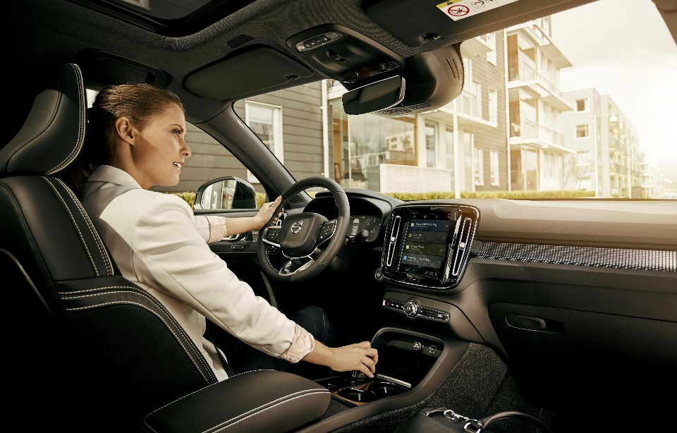 Volvo jumps into bed with Google
