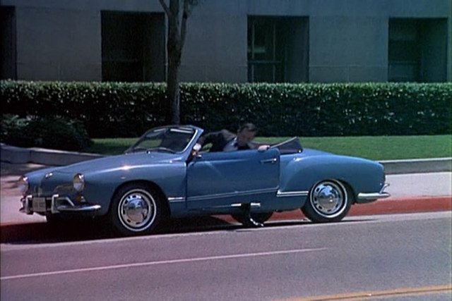 smart41b2.7836 - Max looked 'smart' in his convertible