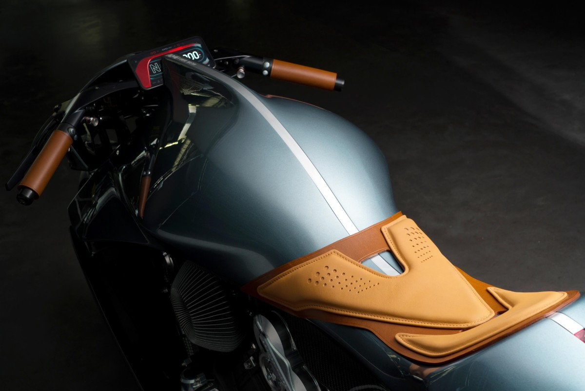 AMB 001 by Aston Martin and Brough Superior 01