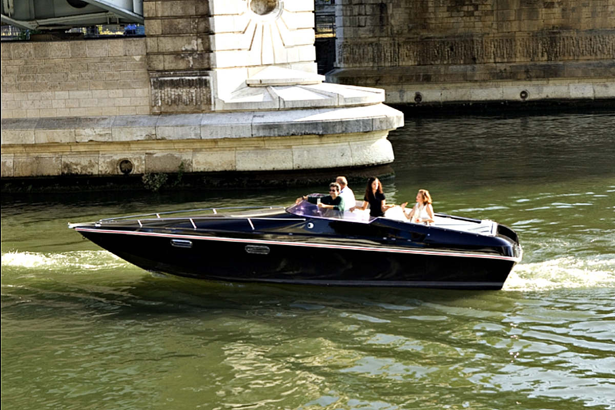 Renault launches 'in-Seine' electric boat