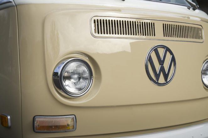 electric - volkswagen bus electric conversion 03 663x442 - 1970s Kombi does the electric boogaloo