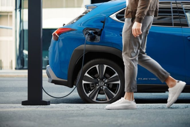 lexus - Lexus ux300e electric 01 663x442 - Lexus opens its charge account