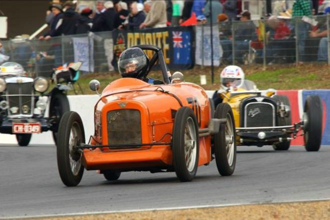 austin - Austin 7s racing at Historic Winton 663x442 - Baby Austin still going strong