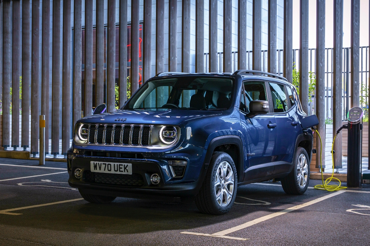 Jeep Renegade 4xe 1 - Better off Red -- Vespa (Red)