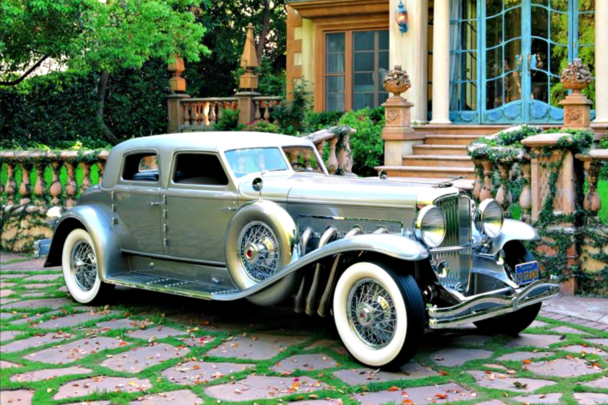 1930s Duesenberg with its Colonnade roof