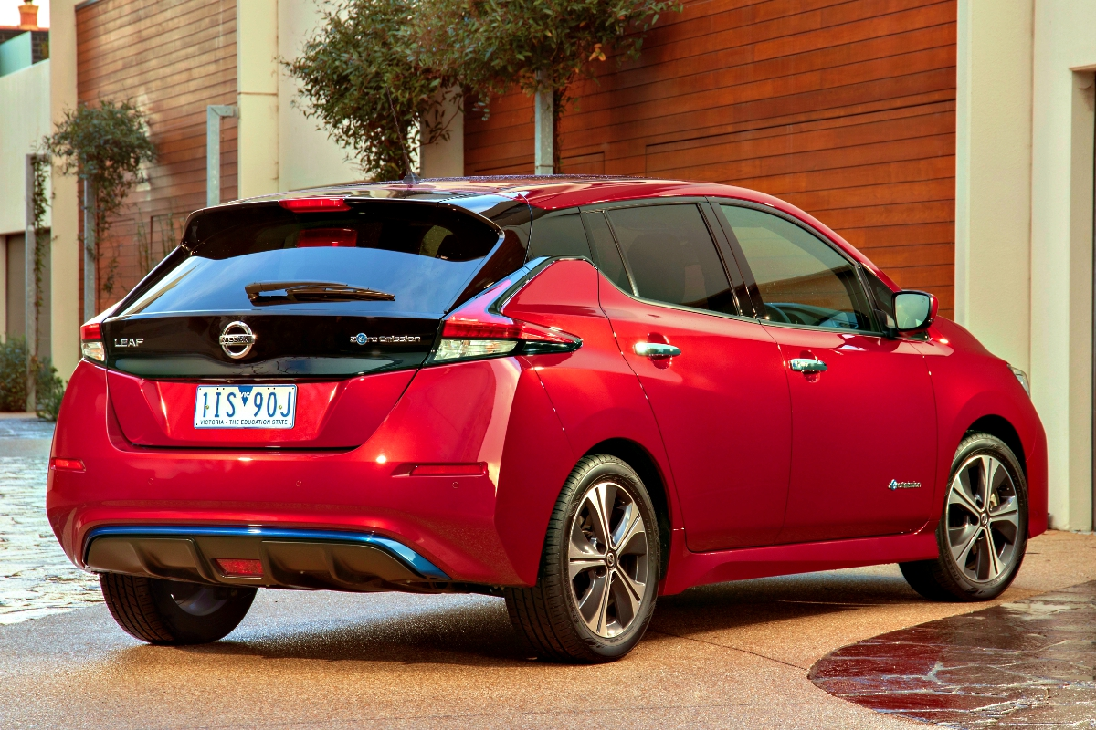 2020 Nissan LEAF in red 5 1