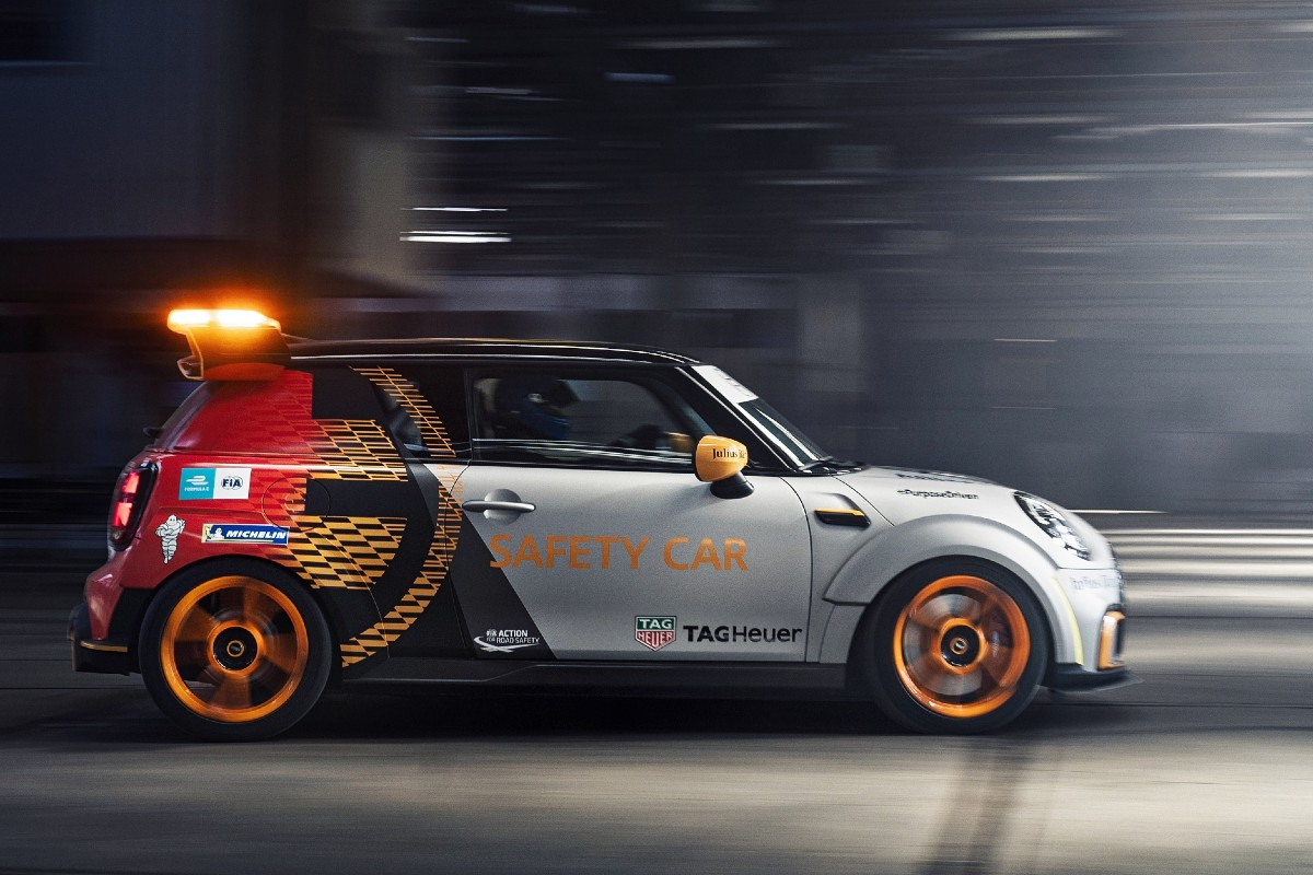 Mini Electric Pacesetter inspired by JCW 4