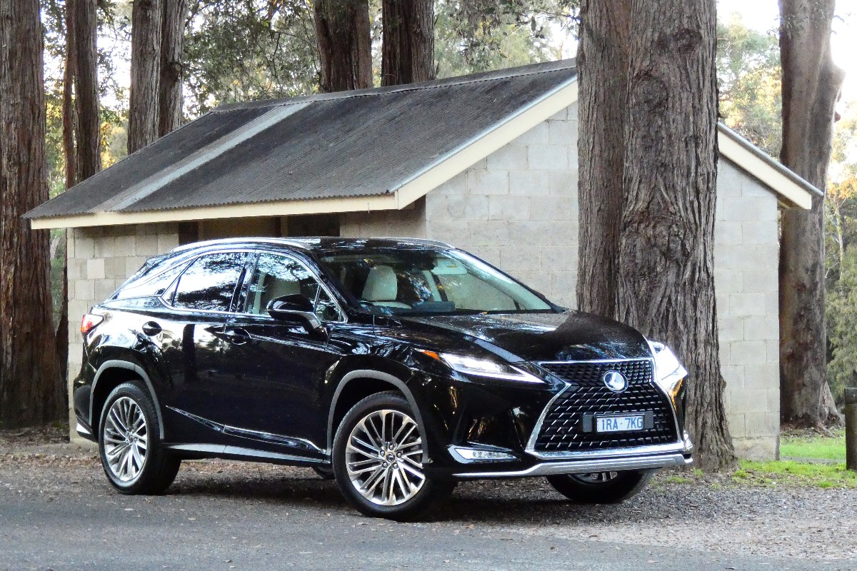 Lexus RX300: Foursome, but maybe not for others
