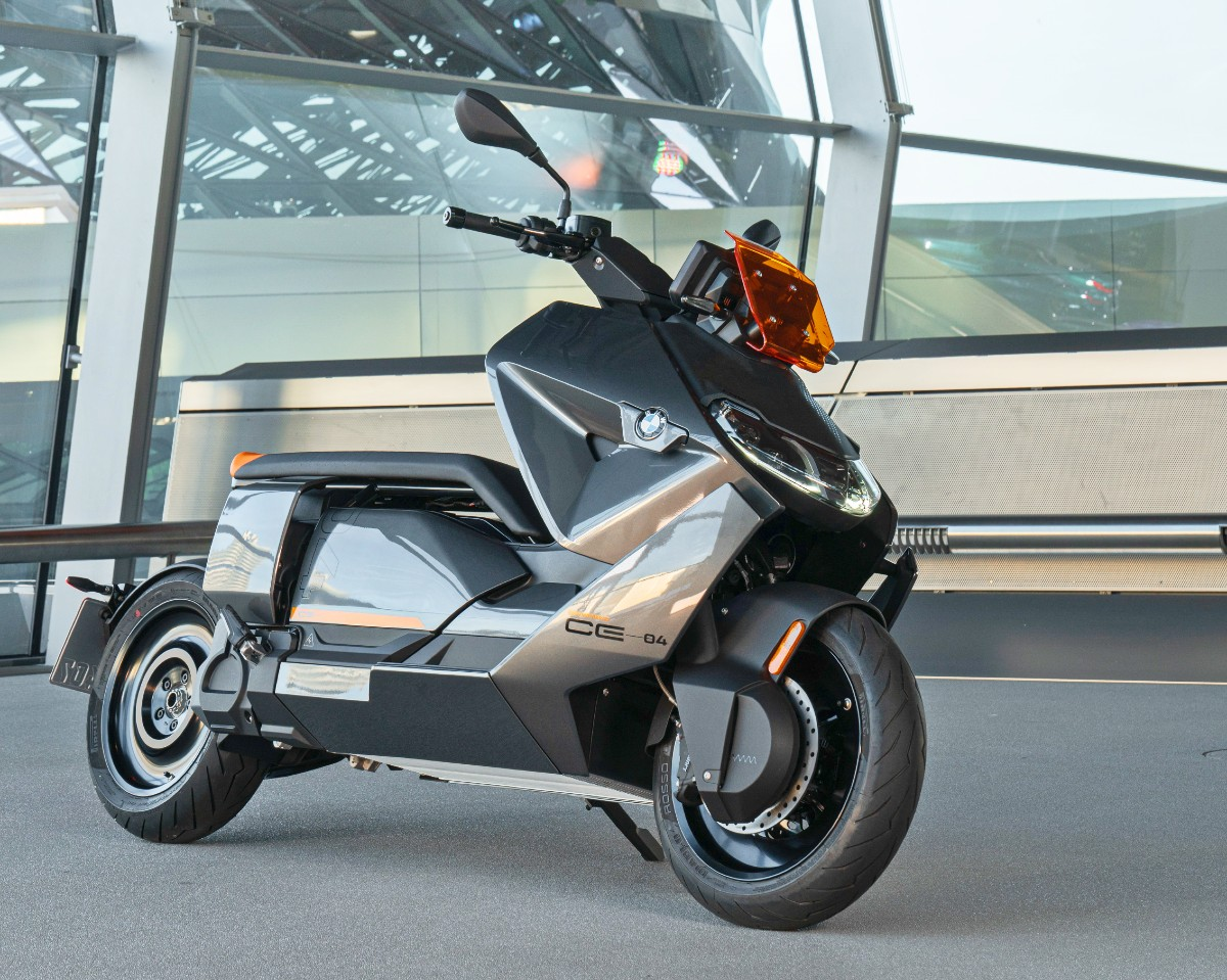 BMW CE 04 electric scooter 5