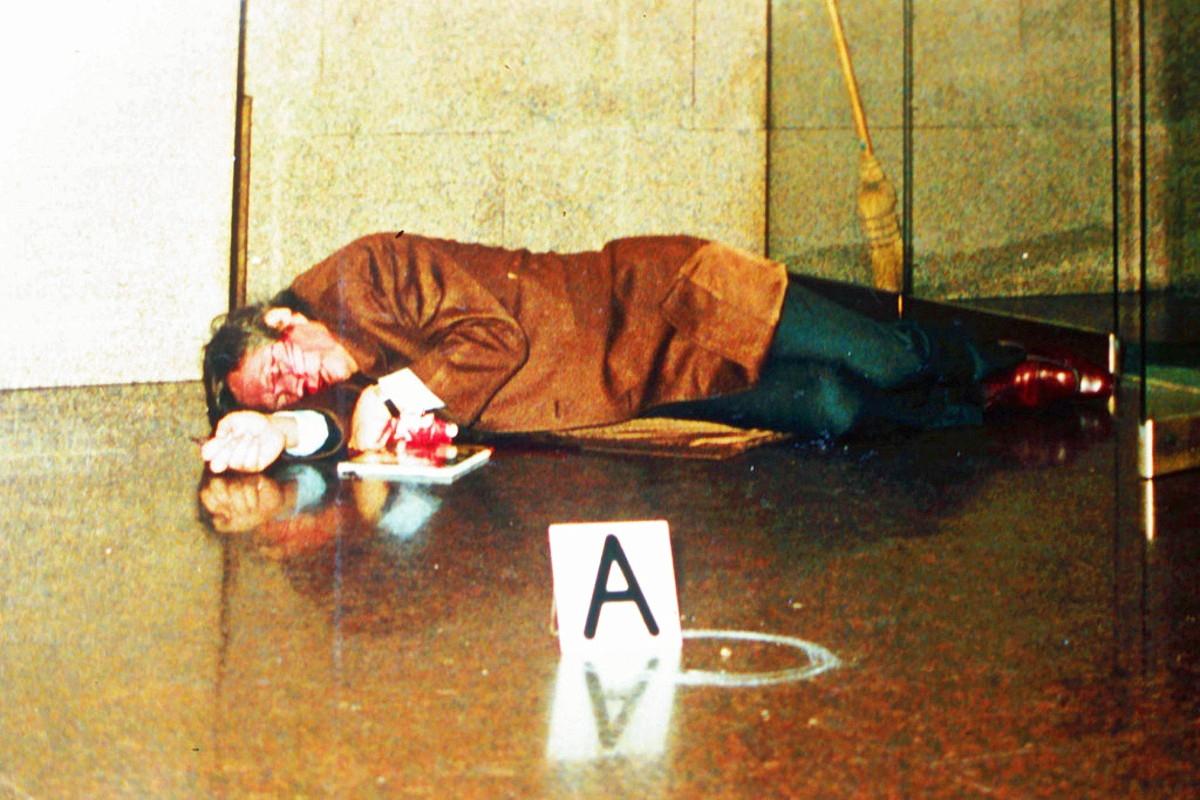 Maurizio Gucci lies dead after the 1995 shooting