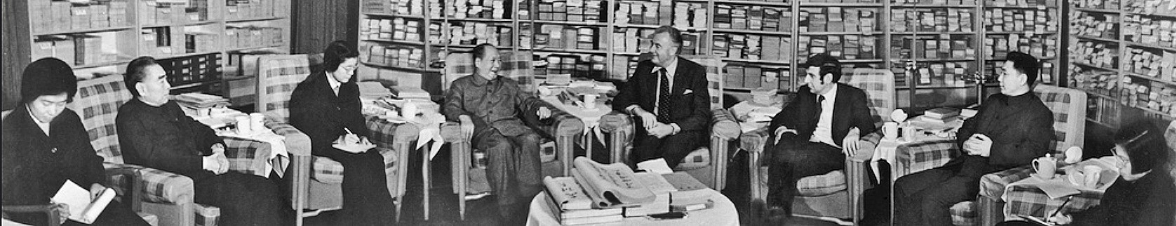 Whitlam meets Chinese premier Chairman Mao Zedong